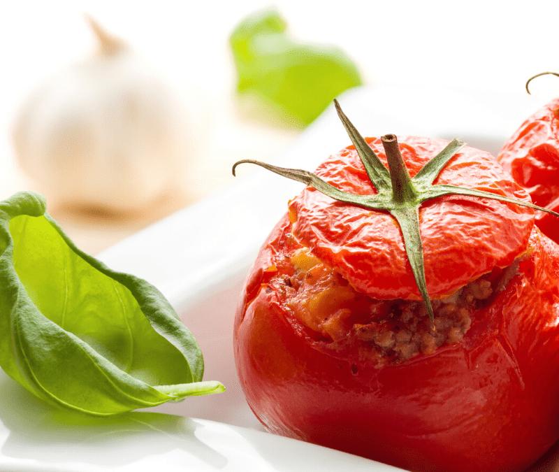 Tomate farcie d'une paëlla aux haricots mungos et au citron